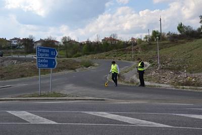 Представители на Института за пътна безопасност ще изготвят доклад за причините за катастрофата. СНИМКА: Ненко Станев