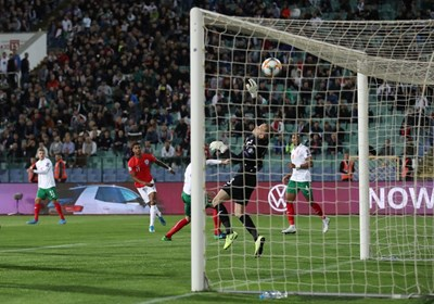 Пламен Илиев спаси националите от погром в мача с Англия. СНИМКА: Йордан Симeонов