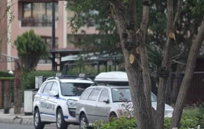 Полиция охранява сградата, в която е станало убийството. Снимка:фейсбук/Шофьори Несебър