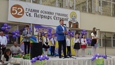 Даниел Панов приветства учениците в няколко училища