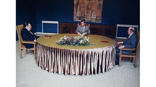 Живков към Щраус: Луканов, Младенов и Дойнов гледат към моя стол