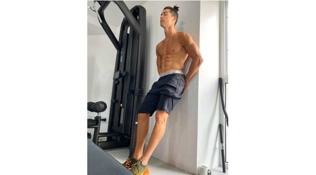 Кристиано Роналдо с ново предизвикателство - брой коремни преси за 45 секунди (Видео)