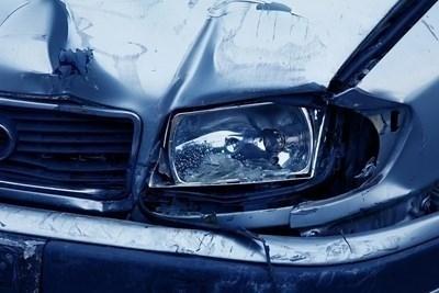 Удариха се лек автомобил и мотор край село Славотин