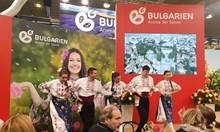 Български мед по космически метод, суджук с коняк и скакалци с кетчуп в Берлин