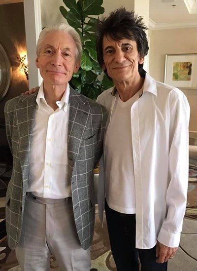 Rolling Stones почернят езика си в памет на Чарли Уотс