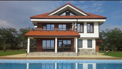 """Луксозната къща за гости """"Фамилия"""" се намира на 50 км от град Варна. Собствениците и? ще трябва да върнат над 390 хил. лв."""