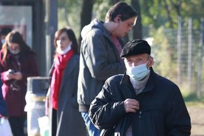 Софиянци спазват новите правила за носене на маски. Снимки Велислав Николов