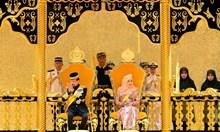 Султанът на Бруней се разделя с развратния живот, въвежда шериата