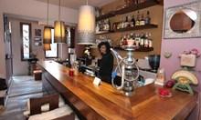 Жан Клод ван Дам ходи по пантофи в столичен бар