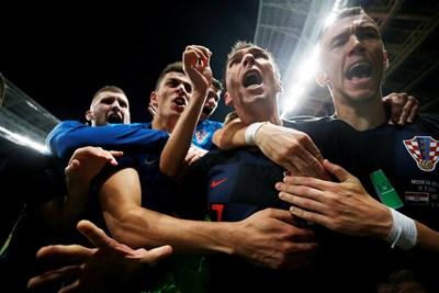Хърватските национали се радват след историческото си класиране на финала на световното. СНИМКА: РОЙТЕРС