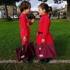 Антирасисткото обучение в Англия започва в ранна възраст, като децата се обличат в червено.