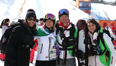 Сани Жекова с майка си Божана, баща си Виктор и физиотерапевтката си СНИМКА: Костадин Андонов