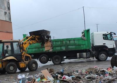 """Продължава извозването на голямо количество отпадъци в """"Столипиново""""."""