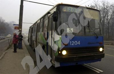 Тролеите са най-екологичният транспорт, но почти всички, които се движат в България, са амортизирани. СНИМКА: 24 часа