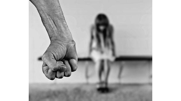 Ужас в Лерос: Родители сексуално насилвали децата си
