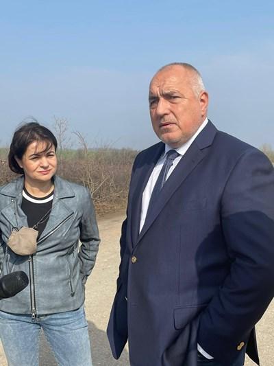 """Преди дни Борисов инспектира пътя Монтана-Видин заедно с бившата областна координаторка на """"Има такъв народ""""във Видин Росица Кирова."""
