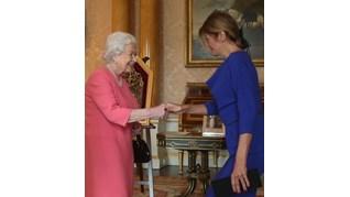 Десислава Радева има брошка, подобна на тази, която подари на кралица Елизабет II