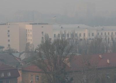 Димът, който си носи над Киев Снимка: Ройтерс