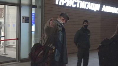 Лиъм Нийсън при пристигането си на Летище Бургас. Снимка:Петър Генчев