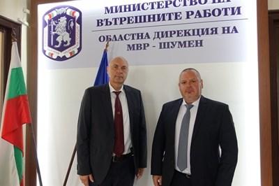 Ст.комисар Владислав Мишев (вдясно) е новият директор на ОДМВР- Шумен Снимка: ОД на МВР Шумен