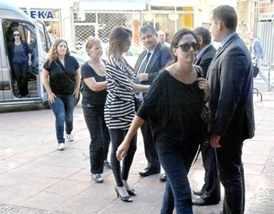 Роднини на загиналите пристигнаха в България. Снимка: Румяна Тонева