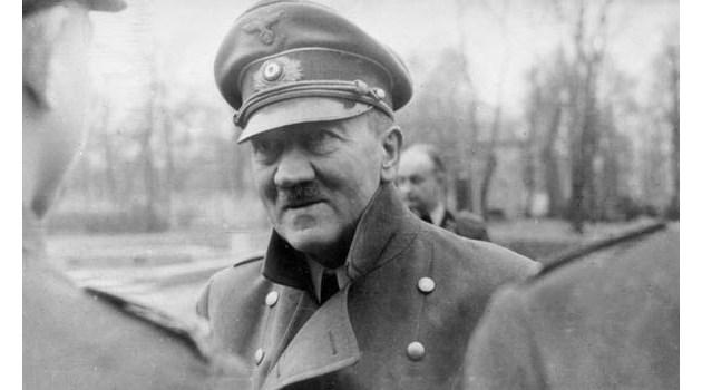 """Хитлер нарежда: """"Погрижете се за тялото ми!"""" и след това се усамотява с Ева Браун"""