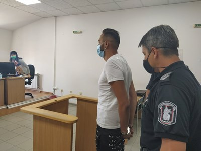 Ангел Рашков влиза в затвора