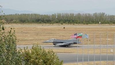 Американски F-16 на летището в Граф Игнатиево