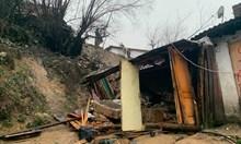 Къща се срути в Смолян, вадят 11 души