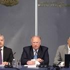 Министър Стоев (в средата) с ръководителите на работната група за изборите - Иван Кондов (вляво) и Кали Анастасов. СНИМКА: АРХИВ