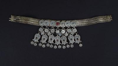 Изящната огърлица от сребро с позлата, емайл и цветни камъни щеше да е част от изложбата. СНИМКА: Национален археологически музей (НАИМ)