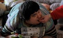 Човек с увреждане гасне в агония, държавата няма линейка за неговите 200 кг