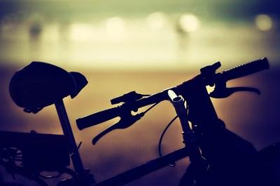 Освен че е полезно за здравето, ходенето на работа с велосипед помага да бъде намелено замърсяването на околната среда. СНИМКА : Pixabay