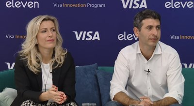 Севдалина Василева, генерален мениджър на Visa за България, Гърция и Кипър, и Даниел Томов, управляващ партньор в Eleven, по време на първия Demo Day на Програмата за иновации на Visa в България