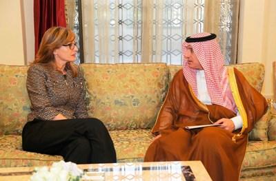 Екатерина Захариева  и Адел бин Ахмед Ал-Джубейр Снимки: Пресслужба на Министерски съвет