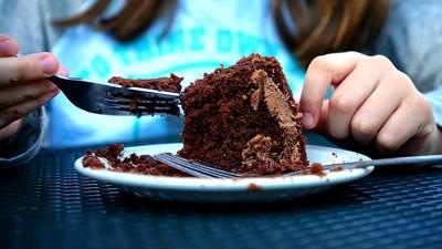 Приемането на допълнителни дози магнезий може да намали желанието за шоколад и други сладки храни.