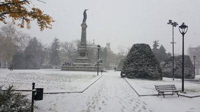 Около 3 см сняг натрупа в Русе  СНИМКИ: Авторът