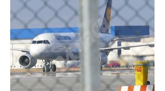 И самолетът с Банев кацна в София
