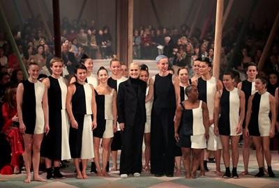 """Италианската модна дизайнерка Мария Грация Киури представи колекцията си за """"Диор"""" в рамките на Седмицата на висшата мода в Париж. СНИМКИ: Ройтерс"""