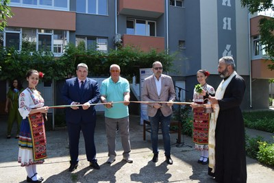 Инж.Добромир Добрев преряза лентата на санираните блокове в Горна Оряховица