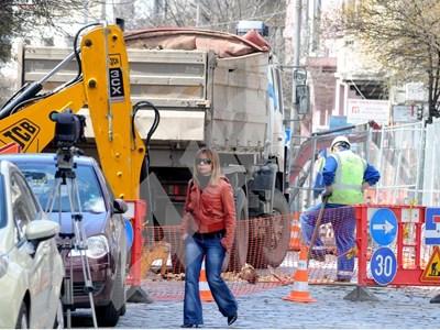 """Ремонтът на столичната улица """"Иван Асен II"""" разбуни кварталът СНИМКА: 24 часа"""
