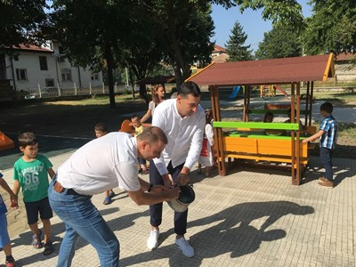 "Борислав Инчев и Иван Тотев лиснаха менчето на четирите нови площадки в ""Ралица""."