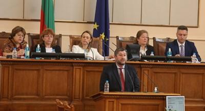 Христо Иванов излезе с декларация от трибуната за бъдещия кабинет СНИМКИ: НИКОЛАЙ ЛИТОВ