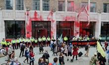 Активисти на глобалното движение Extinction Rebellion протестират в Лондон