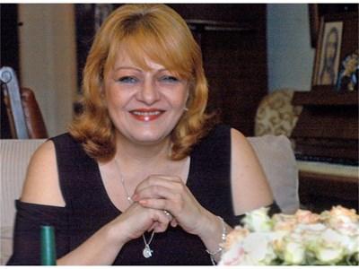Карадочева има един син от брака си с Димитър Аврамов, който носи името на дядо си Лъчезар.