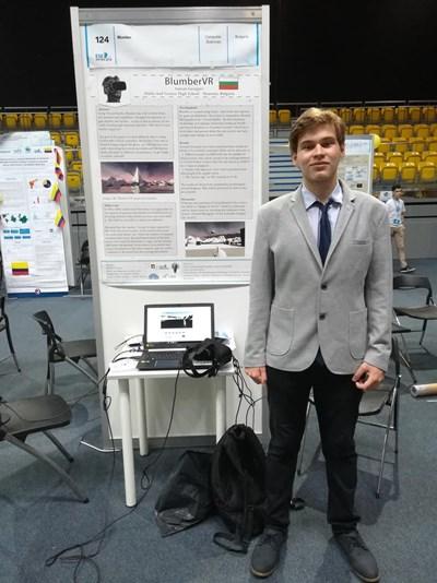 Антоан Георгиев на представянето на проекта си в Полша СНИМКА: Личен архив