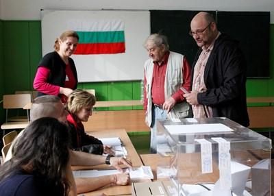 """В 3000 секции в страната на 26 май избирателите ще могат да гласуват за евродепутати с машини или с хартиена бюлетина.  СНИМКА: """"24 ЧАСА"""""""