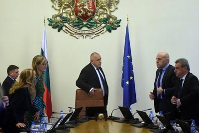 Премиерът извика министрите в 9 сутринта в събота, за да одобрят механизма за разследване на главния прокурор.  СНИМКИ: ВЕЛИСЛАВ НИКОЛОВ