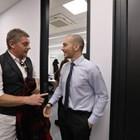 Вергов говори с водещия на вечерното шоу Николаос Цитиридис.  СНИМКИ: БИ ТИ ВИ