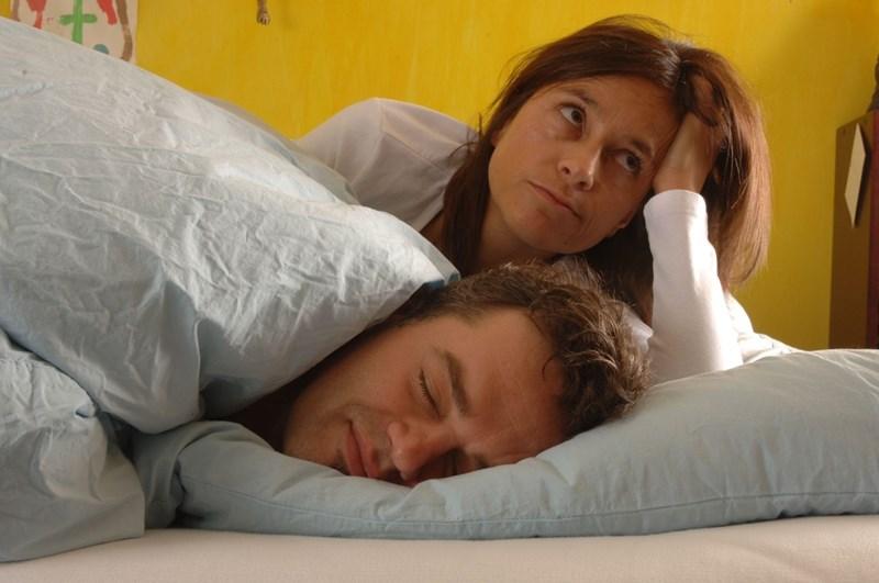 Безсънието и недостиването изтощават имунитета и затова е важно да се наспиваме, особено по време на епидемии, категорични са учените.